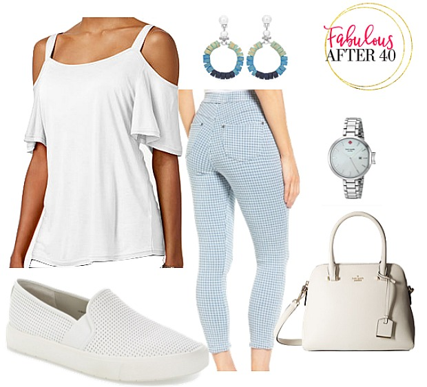 What kind of top should you wear with Capri jeans?