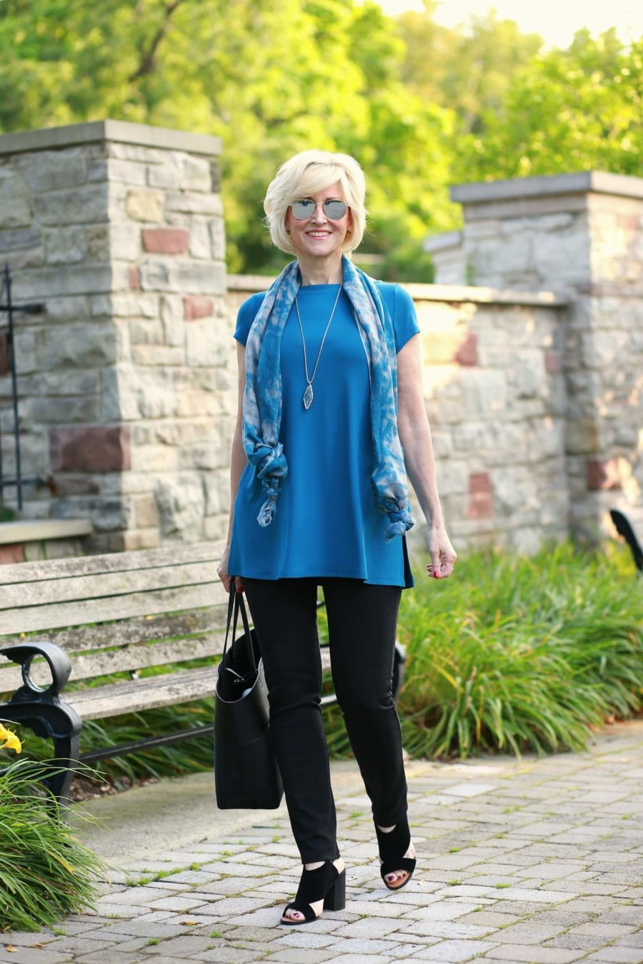 blue tunic black jeans 1